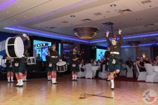 Częstochowa Pipes and Drums demonstrate the 'sword dance'